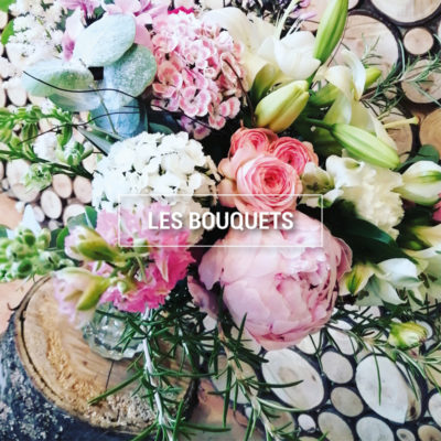 Photo d'un bouquet de pivoines dans les tons tendres.
