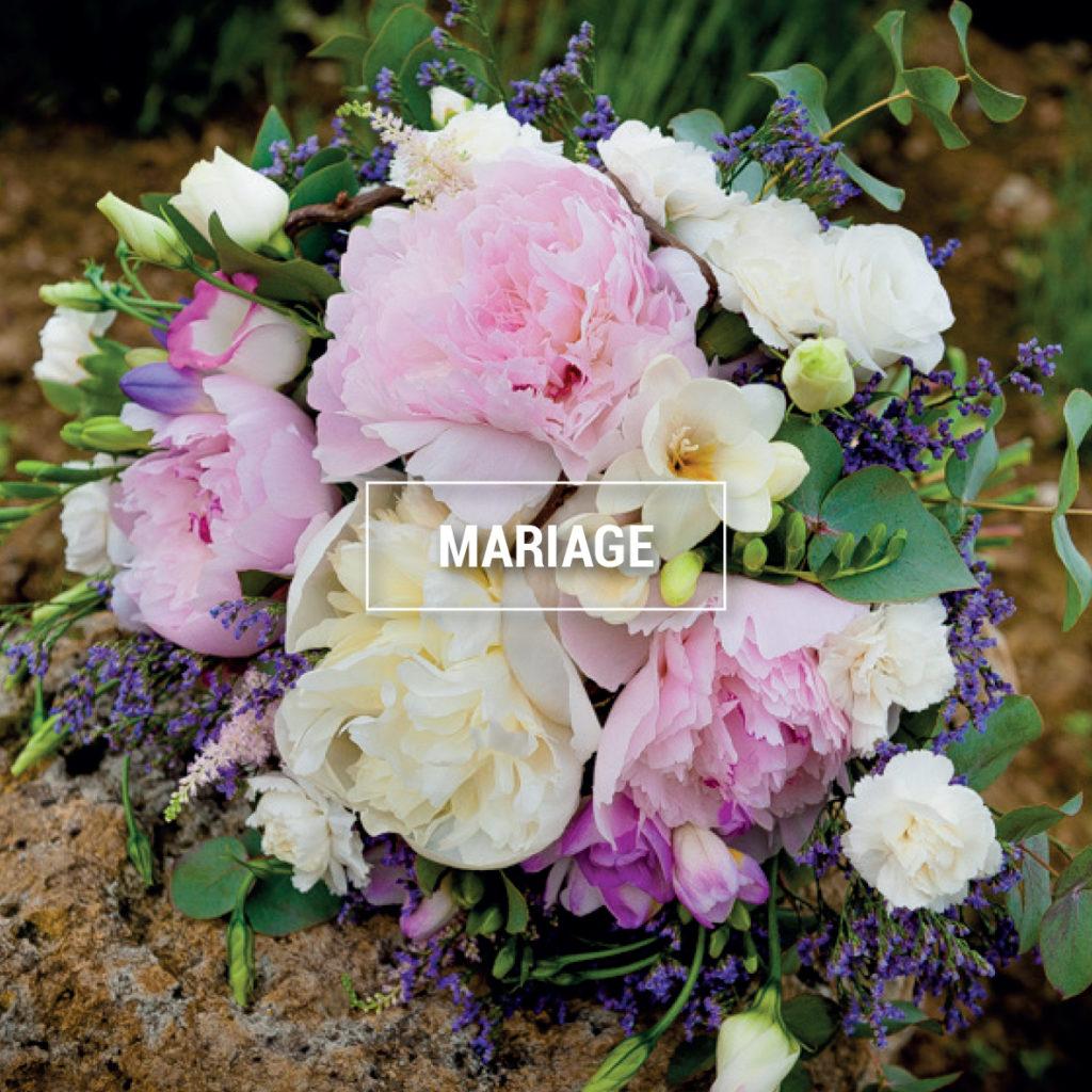 photo d'un bouquet de mariée réalisé dans les tons tendres.