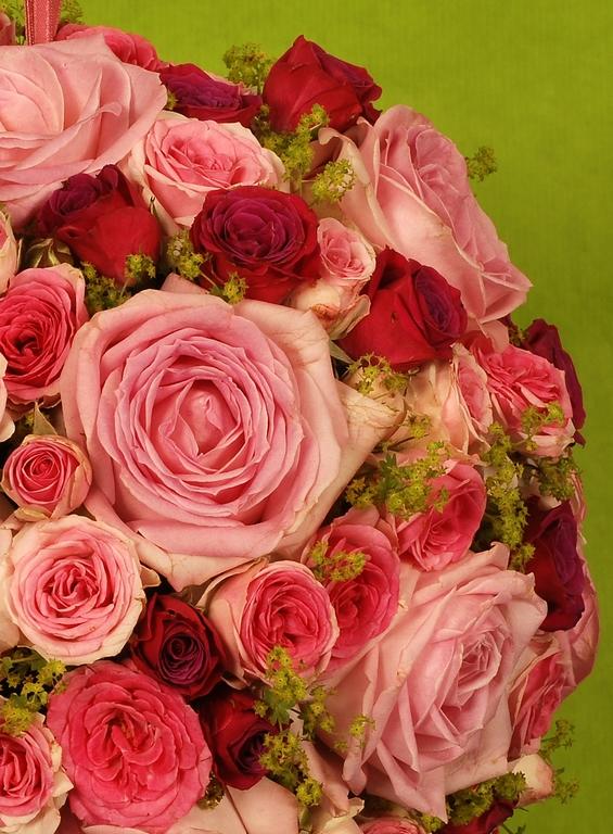 photo d'une boule de roses tons tendres