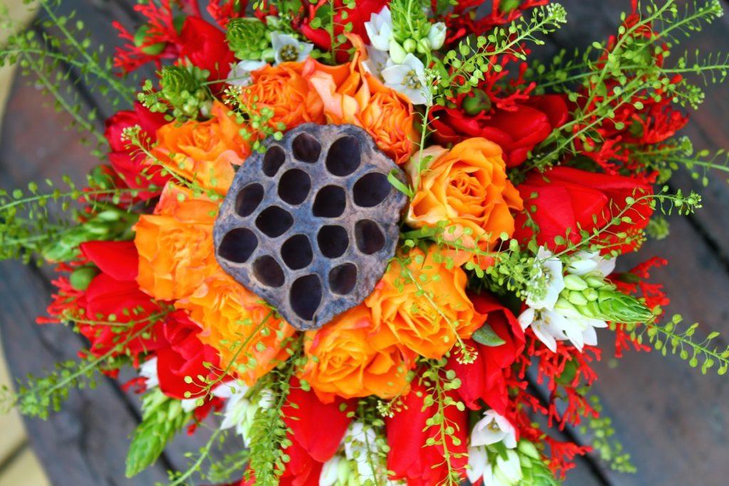 photo d'un bouquet mandala aux tons chauds