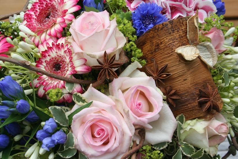 photo d'un bouquet de fleurs tons tendres